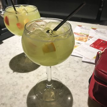 Olive garden italian restaurant 57 photos 86 reviews - Olive garden green apple sangria ...