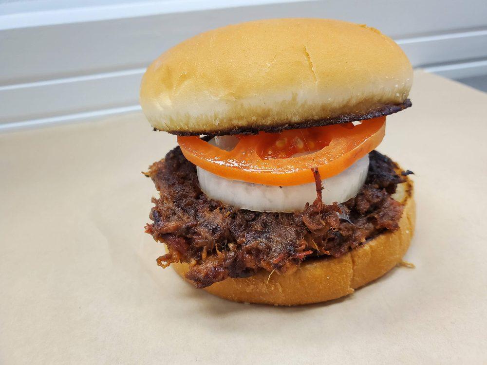 Freshbee's BBQ: 574 Cranbrook Rd, Cockeysville, MD