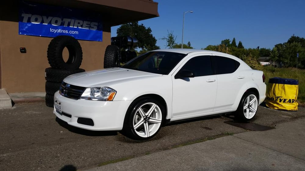 2010 dodge avenger 20 str rims tires staggered white. Black Bedroom Furniture Sets. Home Design Ideas