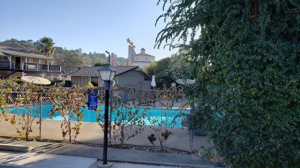 Vino Inn & Suites: 6895 El Camino Real, Atascadero, CA