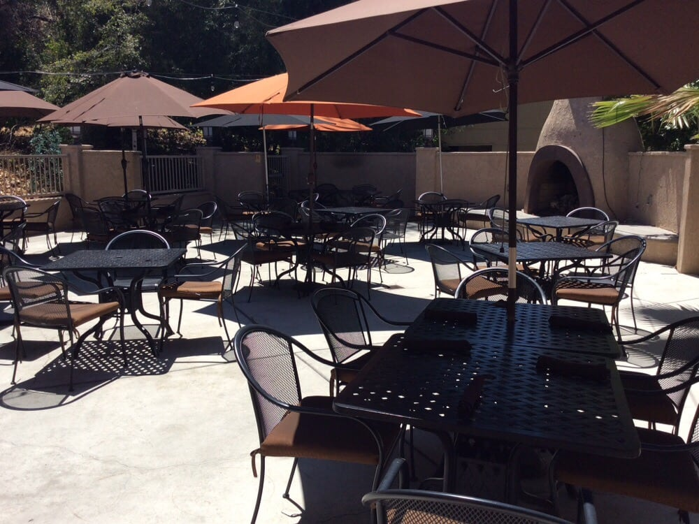 Clubhouse 66 Restaurant & Bar: 1200 E Rte 66, Glendora, CA