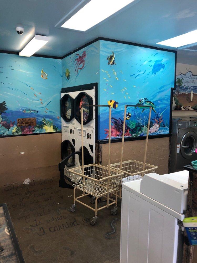 Sugar Tub Laundromat: 152 S Maple Ln, Sugarloaf, CA