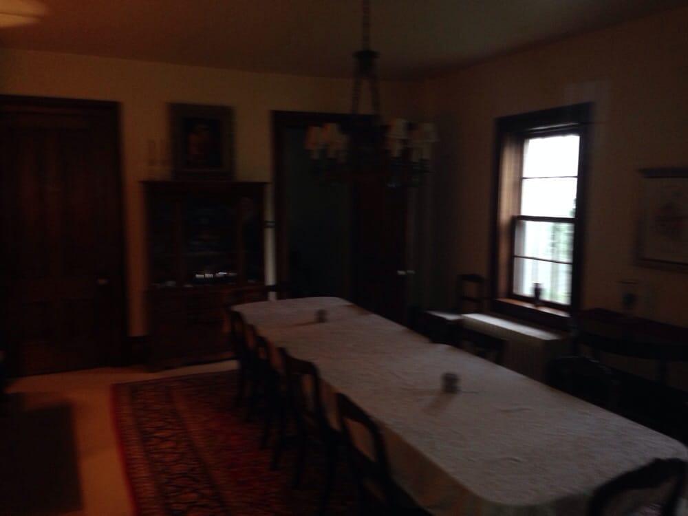 Seven Roses Inn: 1208 East Burlington, Fairfield, IA