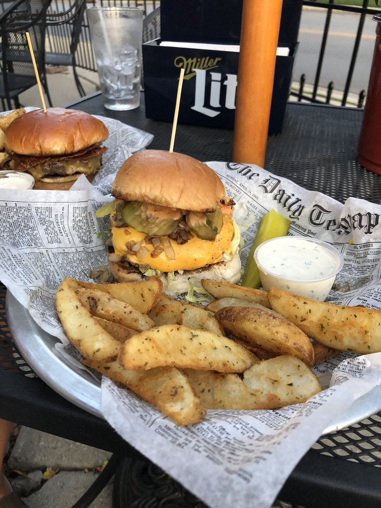 Skippy's Burger Bar: 113 Green Bay Rd, Thiensville, WI
