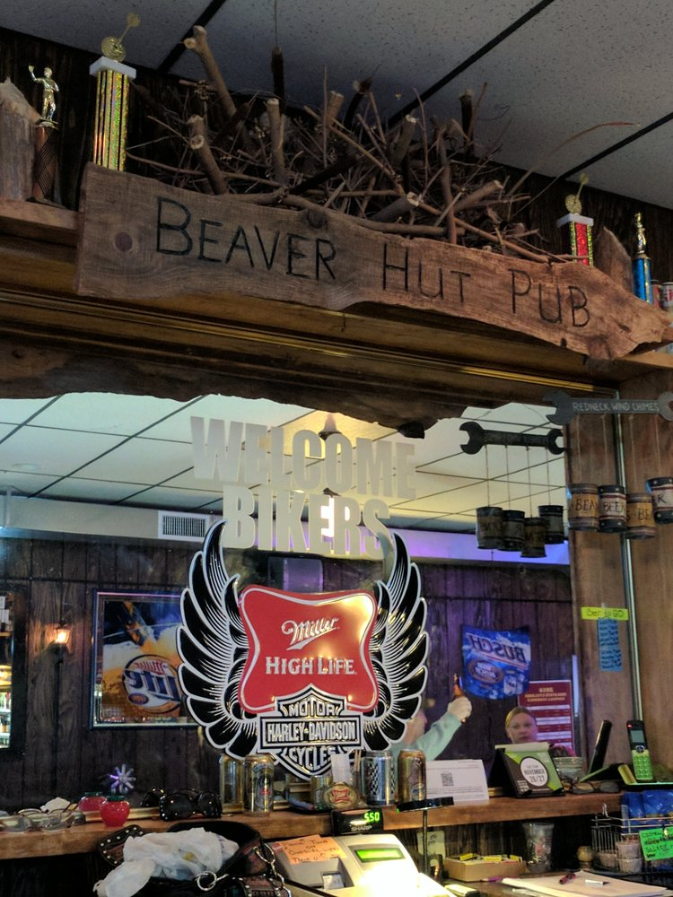 Beaver Hut Pub: 301-399 E 7th St, Logan, IA