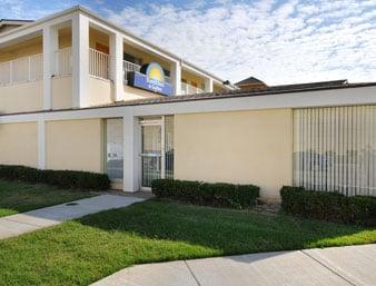 Days Inn & Suites by Wyndham Wichita East: 7321 East Kellogg Drive, Wichita, KS
