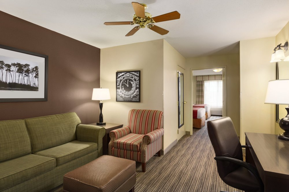 Country Inn & Suites: 2214 E Main St, Albert Lea, MN