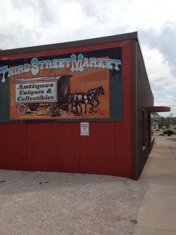 Third Street Market: 520 S 3rd St, Greenville, IL