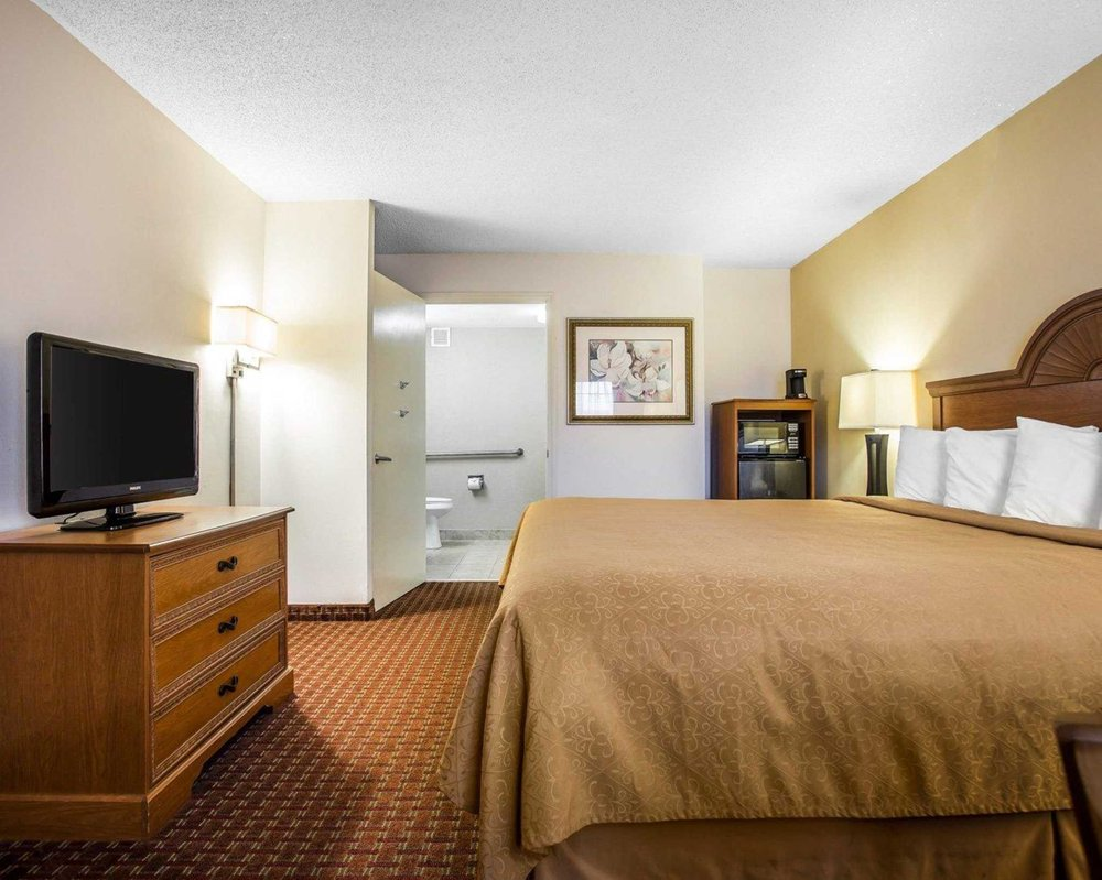 Quality Inn: 213 Hwy 15-401 Bypass East, Bennettsville, SC