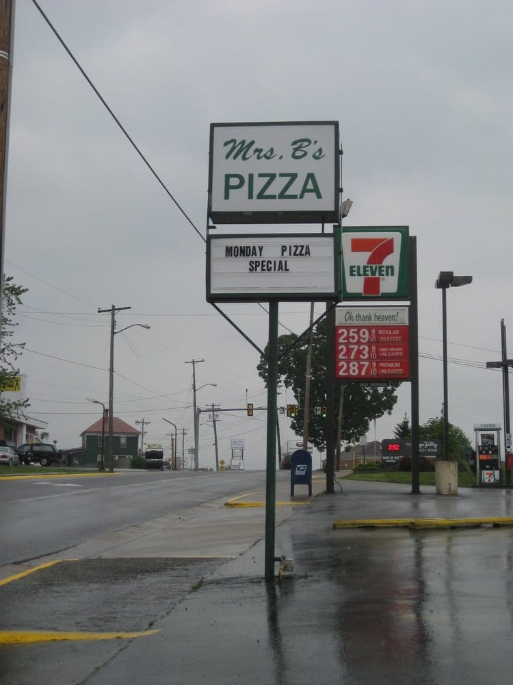 Mrs B's Pizza: 606 E Main St, Luray, VA