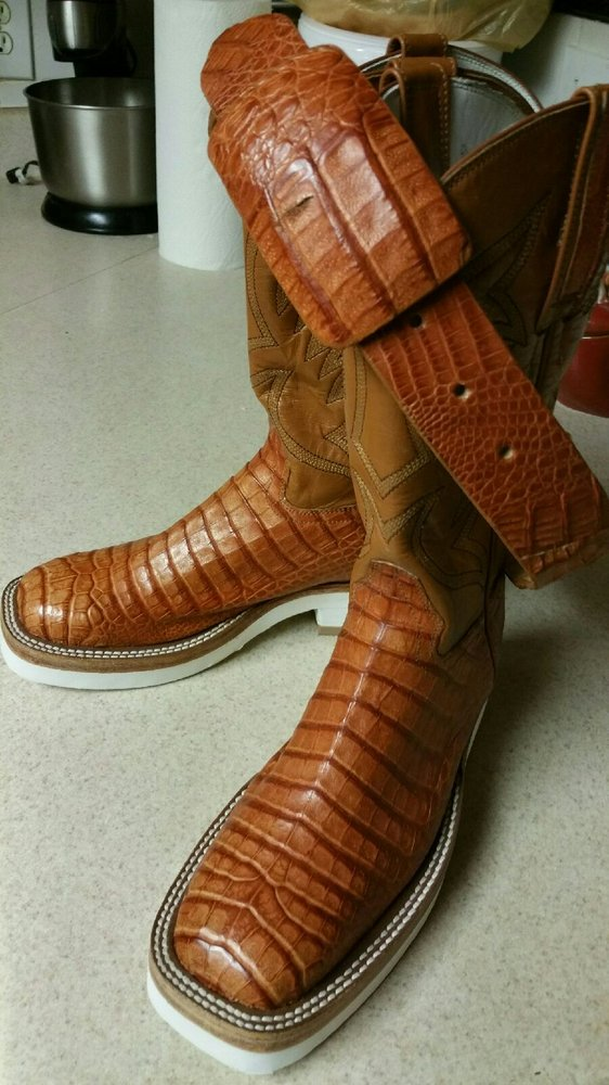 Rey's Boot and Shoe Repair: 14529 Woodforest Blvd, Houston, TX