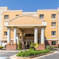 Photo Of Comfort Suites Forsyth Ga United States