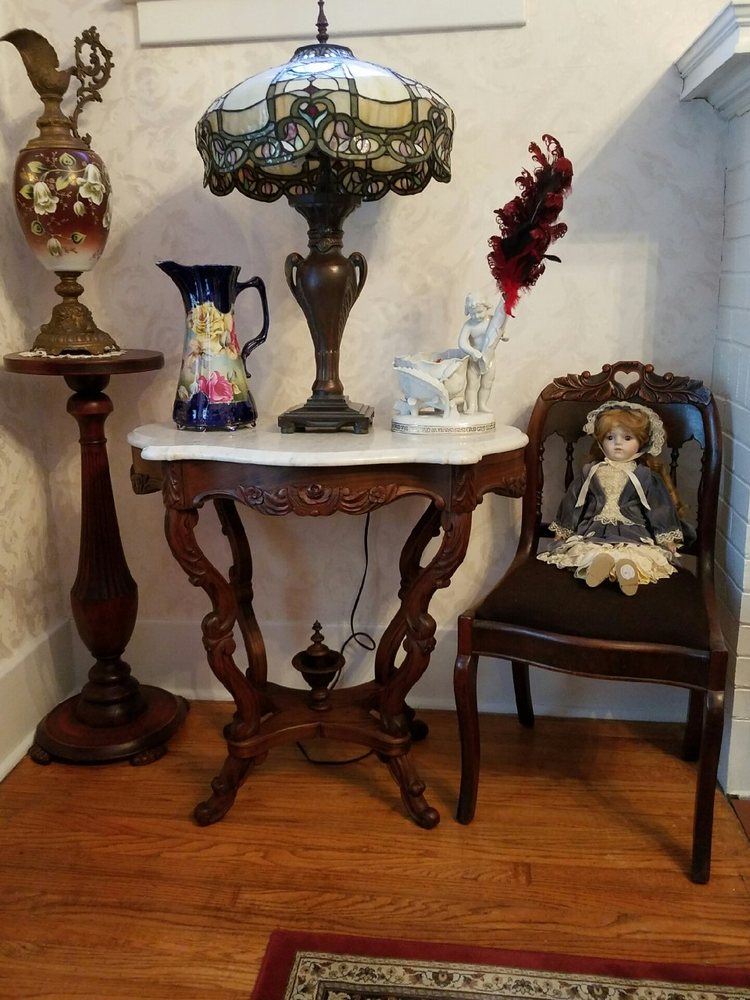 Westmoreland Antique Center: 5475 State Rt 233, Rome, NY
