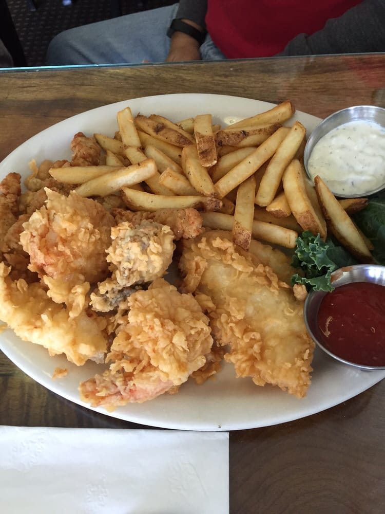 Fisherman's Grotto: 91149 Cape Arago Hwy, Charleston, OR