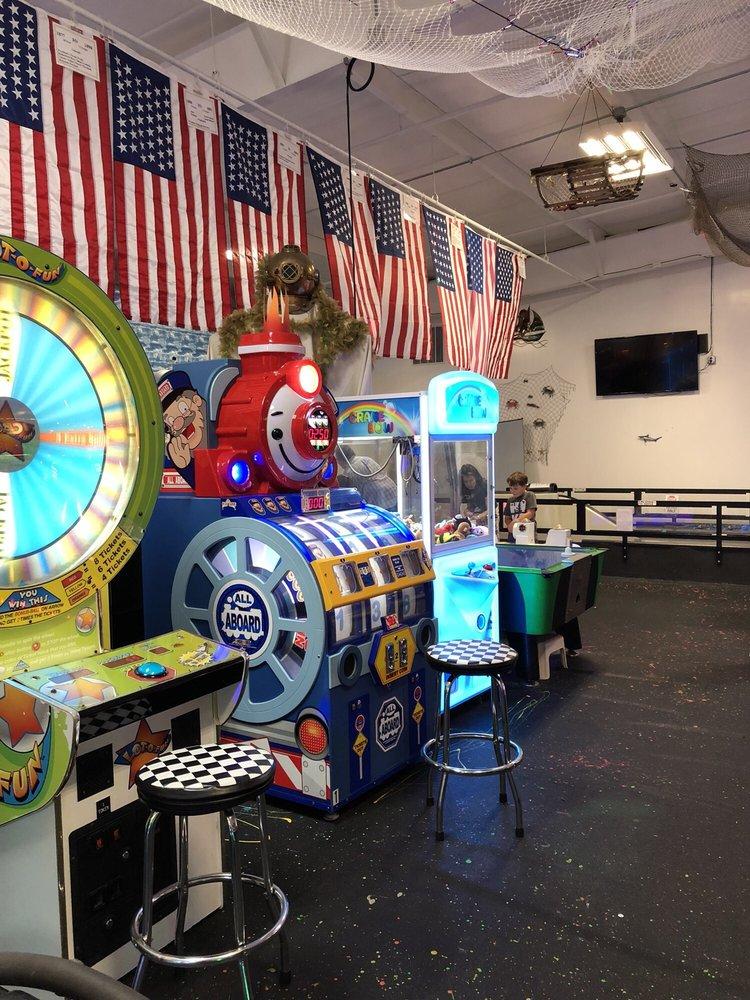 Coral Cove Family Fun Center: 586 Progressive Ln, South Beloit, IL