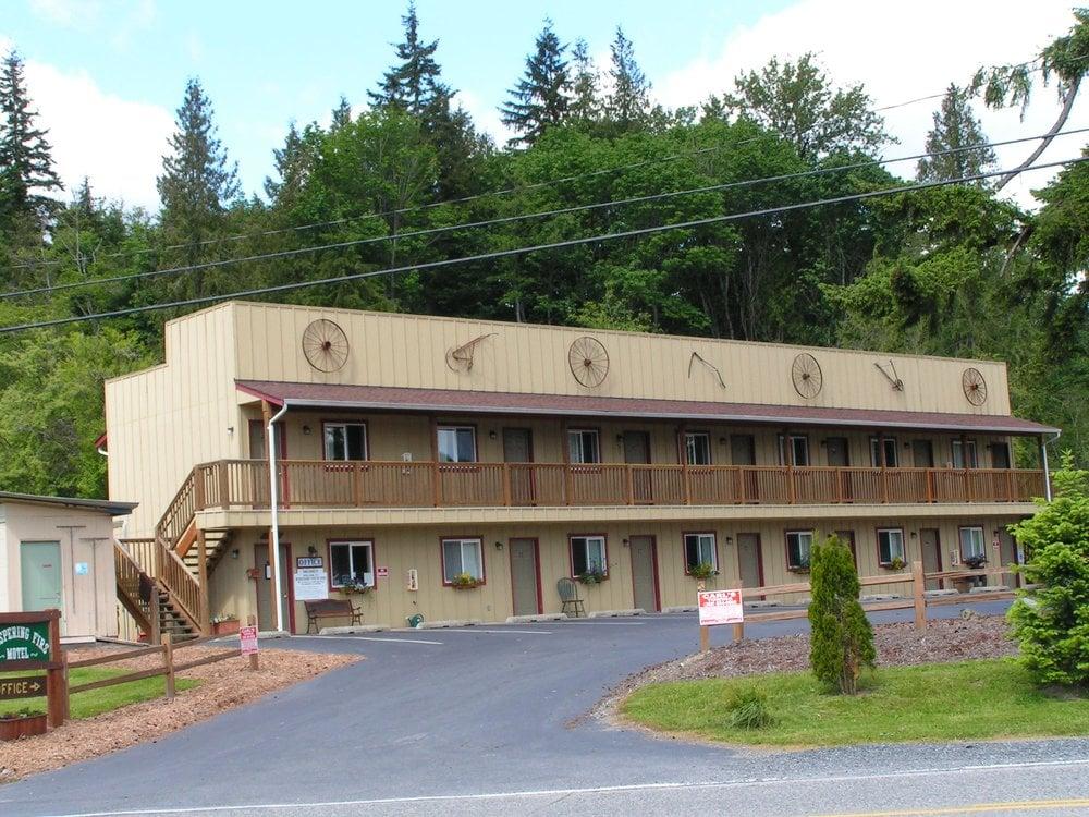 Whispering Firs Motel: 1721 Old Hwy 99 N Rd, Burlington, WA