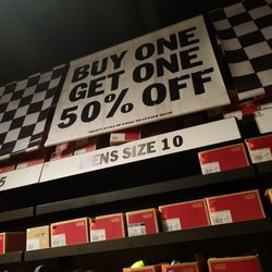 Vans Outlet - 40 Reviews - Shoe Stores - 301 Nut Tree Rd 527b56a27