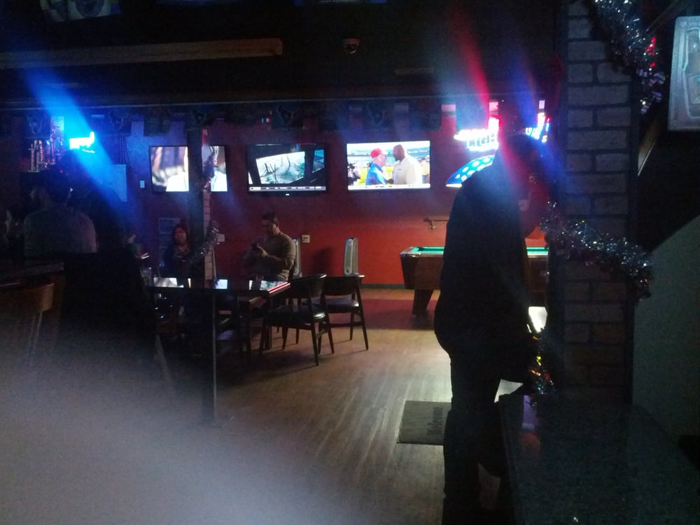 Locals Lounge: 625 S Commerce St, Harlingen, TX