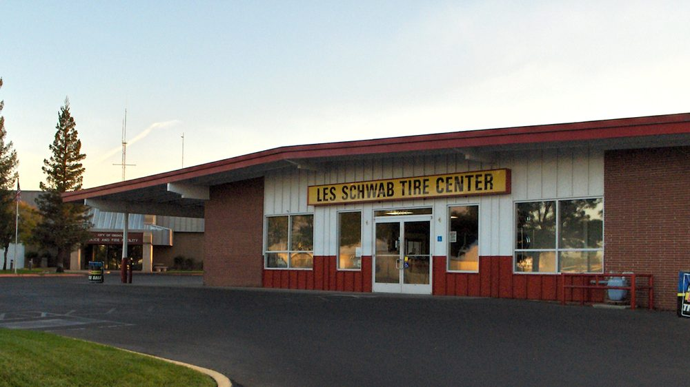 Les Schwab Tire Center: 2103 Lincoln St, Oroville, CA