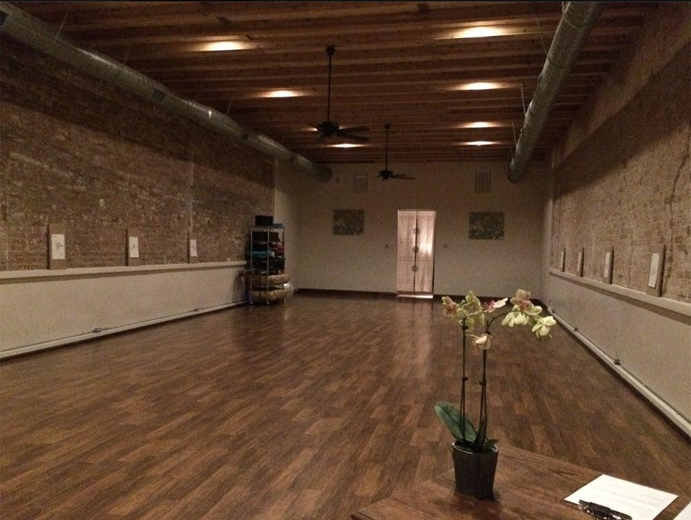 Studio Espavo: 924 Main St, Bastrop, TX
