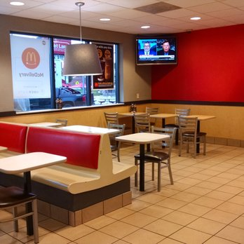 Mcdonalds 28 photos 21 reviews fast food 934 york rd photo of mcdonalds towson md united states mcdonalds dining room sxxofo