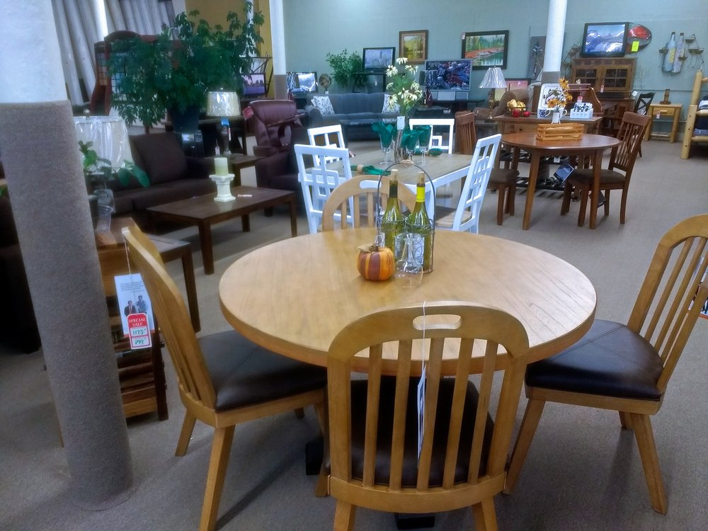 West End Home Furnishings: 401 W Genesee St, Iron River, MI