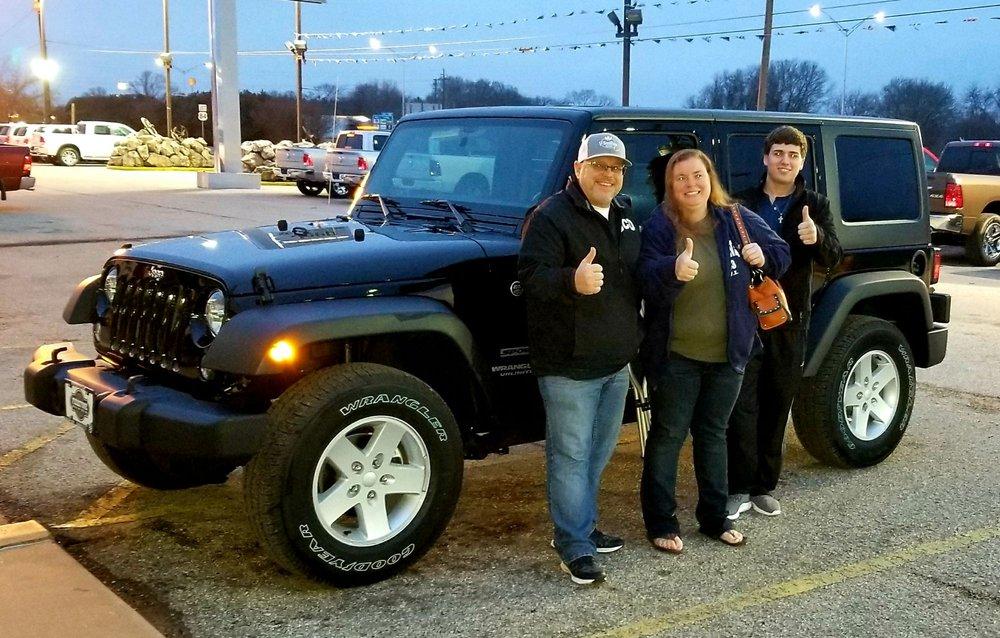 Freestone Chrysler Jeep Dodge: 350 E Interstate Hwy 45, Fairfield, TX