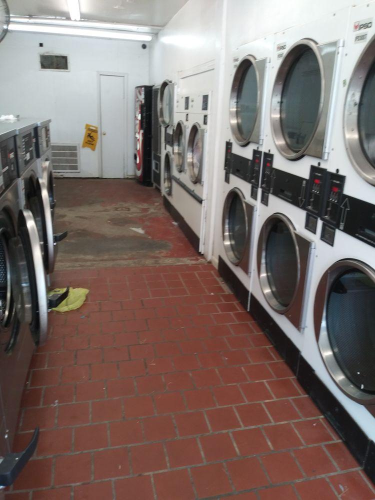 Wash & Dry Laundromat: Ellis St Hwy 165 N, Oakdale, LA
