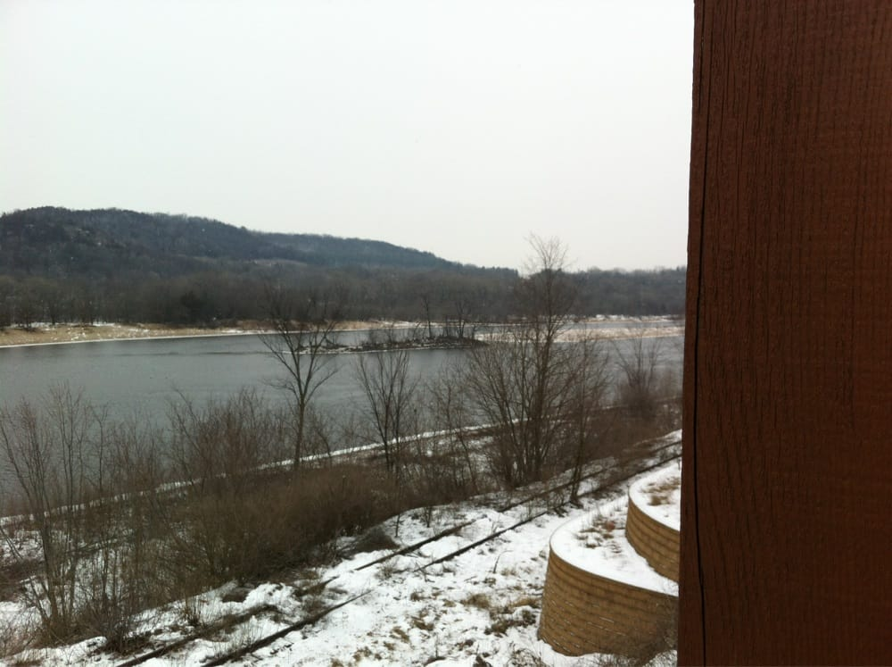Ferry Bluff Eagle Council Overlook: 476 Water St, Prairie Du Sac, WI