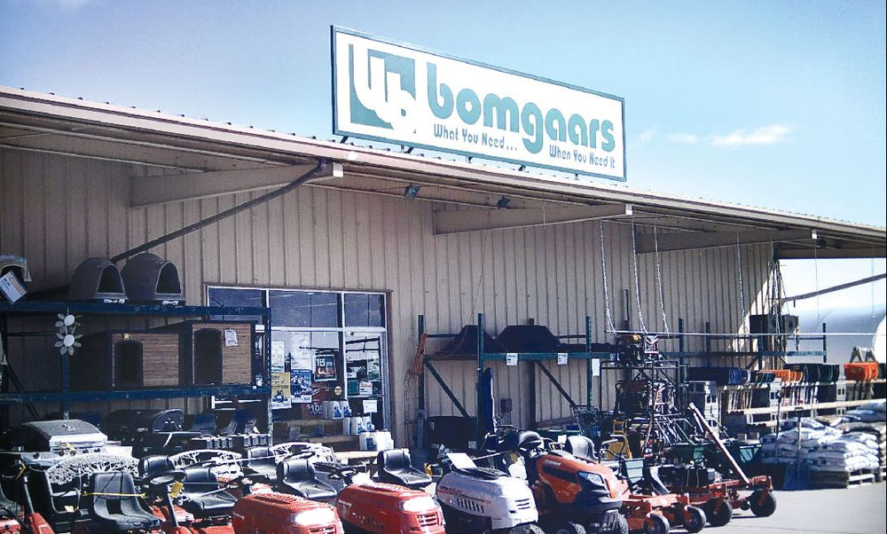 Bomgaars Supply: 2060 Iowa Ave N, Onawa, IA