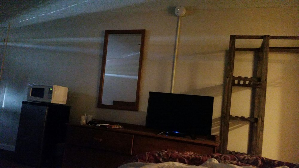 Camelot Inn: 933 N 1st St, Osborne, KS