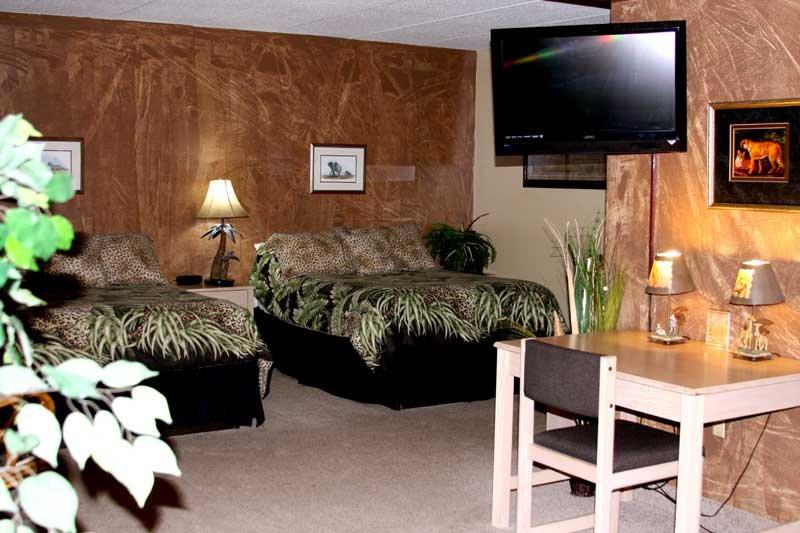 Gladstone Inn and Suites: 111 2nd St NE, Jamestown, ND