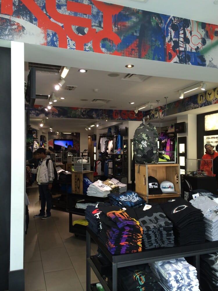 2e3965771be Oakley Store Manhattan « Heritage Malta