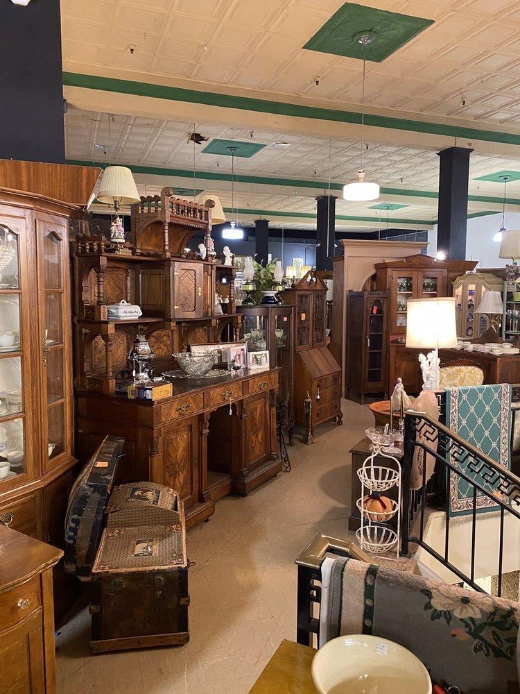 Coachman Antique Mall: 500 Lincolnway, Laporte, IN