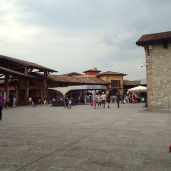 Franciacorta Outlet Village - 24 Photos - Outlet Stores - Via del ...
