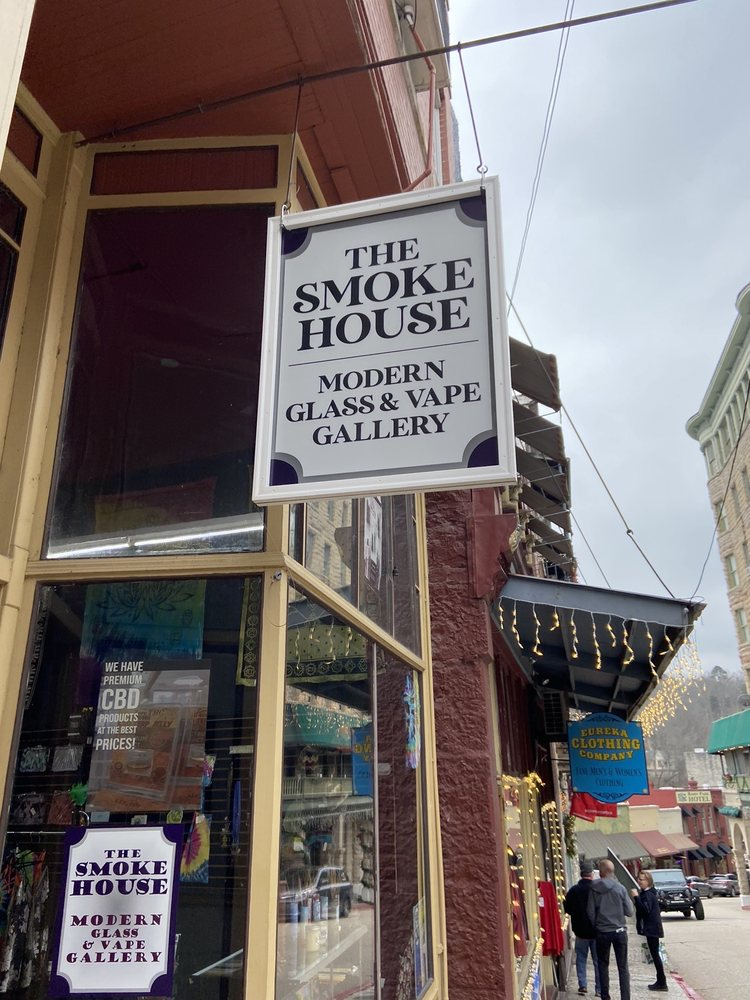 The Smokehouse Modern Glass and Vape Gallery: 33 Spring St, Eureka Springs, AR