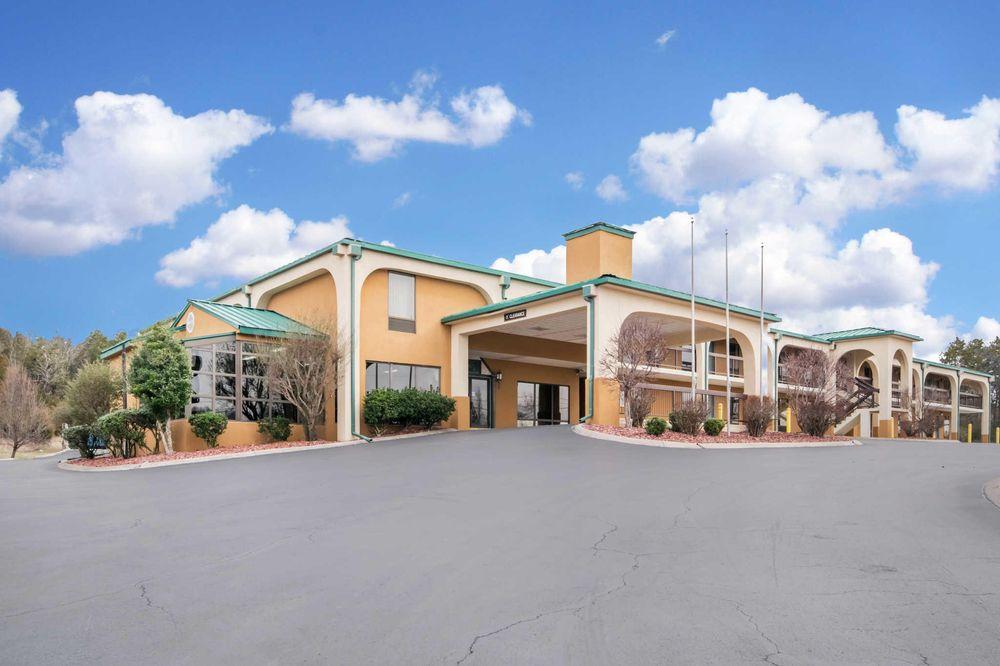 Quality Inn: 1120 Bowling Green Rd, Russellville, KY