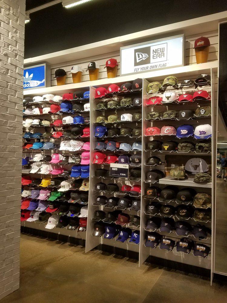 Champs: 2133 Saint Louis Galleria, Saint Louis, MO