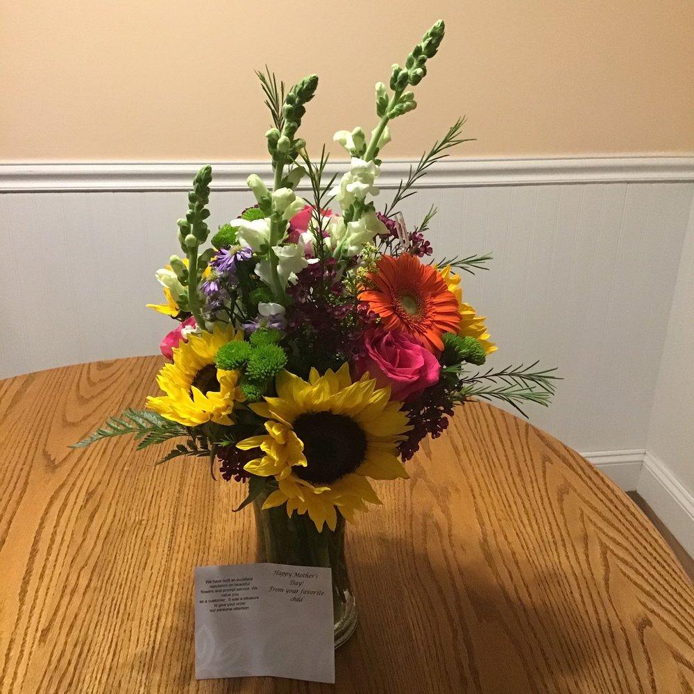 Polites Florist: 42 Garrett Rd, Upper Darby, PA