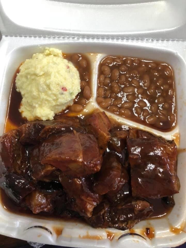 Binion's BBQ: 1316 Niedringhaus Ave, Granite City, IL