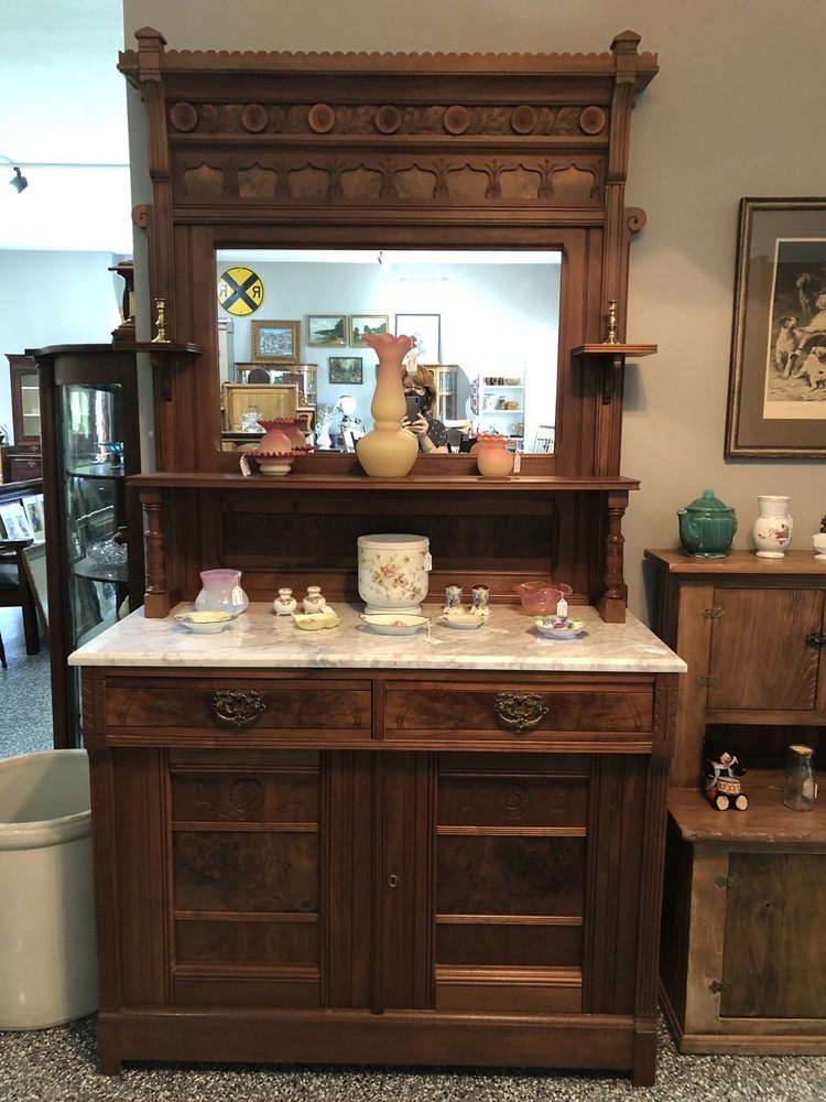 Just Antiques & Collectibles: 1107 E Hwy 64, Oregon, IL