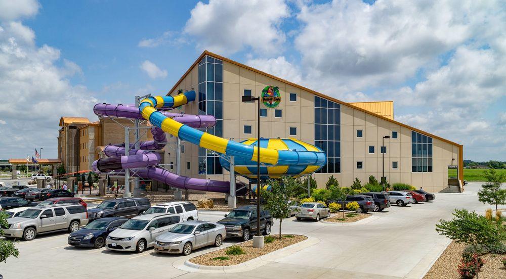 Parrot Cove Indoor Water Park: 990 Stone Creek Dr, Garden City, KS