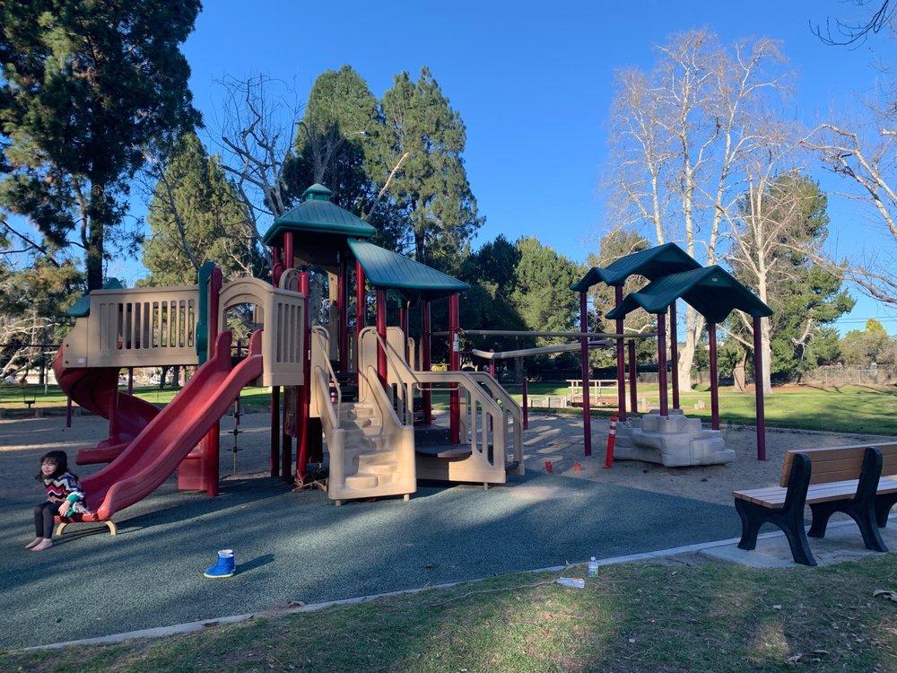 Valle Lindo Park: 889 Aileen St, Camarillo, CA