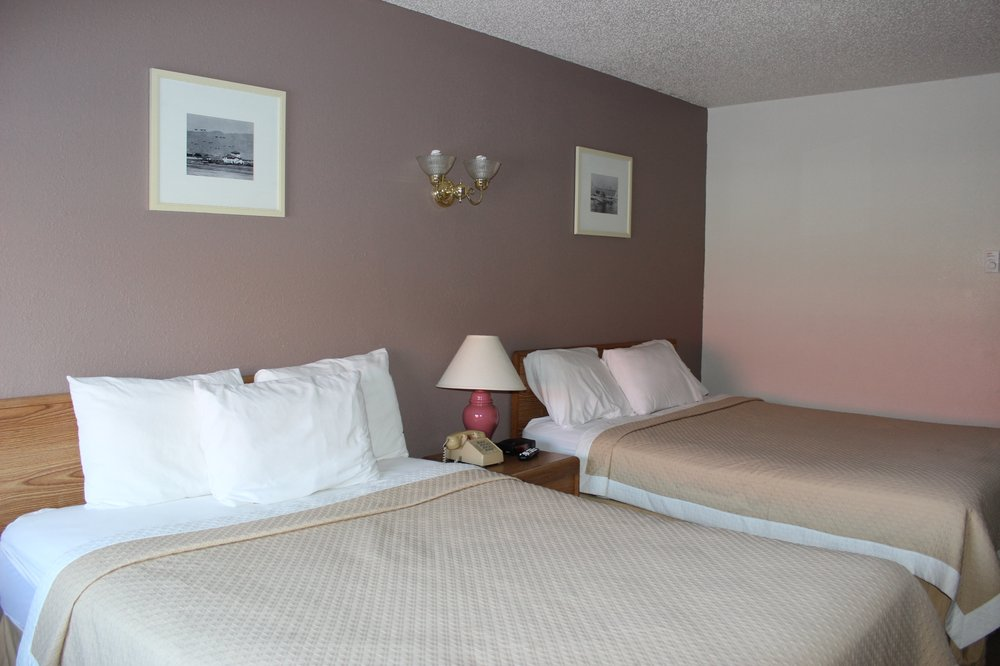 Woodlands Inn & Suites: 854 N 8th St, Medford, WI
