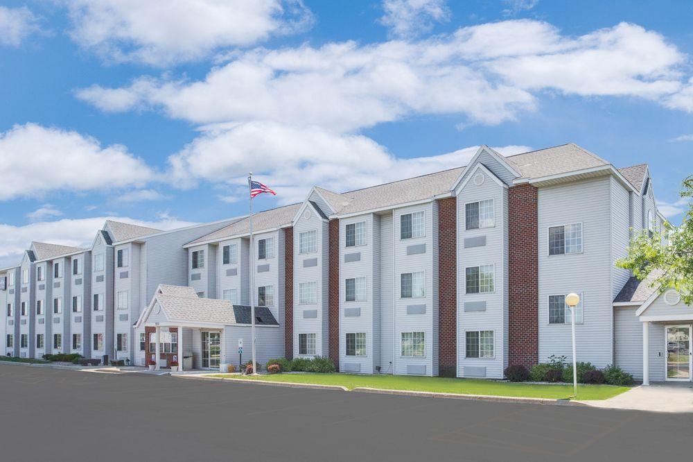 Microtel Inn & Suites by Wyndham Fond Du Lac: 920 S Military Road, Fond Du Lac, WI
