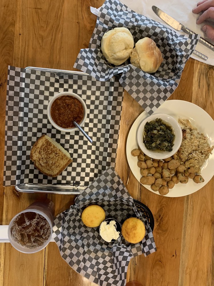 Wolfe's Cafe & Market: 115 Patterson Rd, Savannah, TN