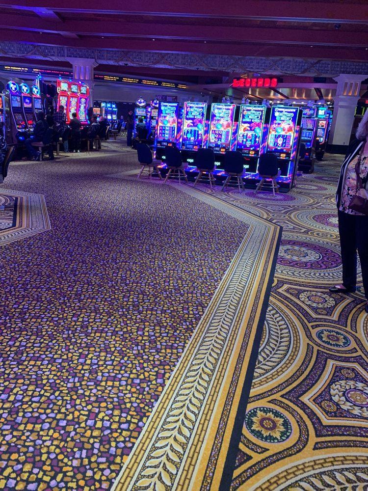 Legends Sports Bar: Caesars Casino, Windsor, ON