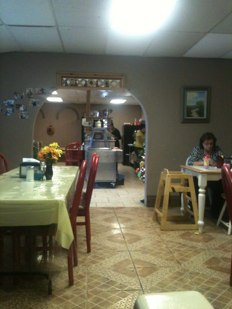Helena's Home Cooking: 1103 S Reynolds St, Alice, TX