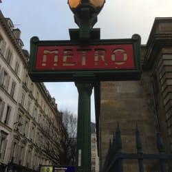 metro notre dame de lorette station de m tro rue de. Black Bedroom Furniture Sets. Home Design Ideas