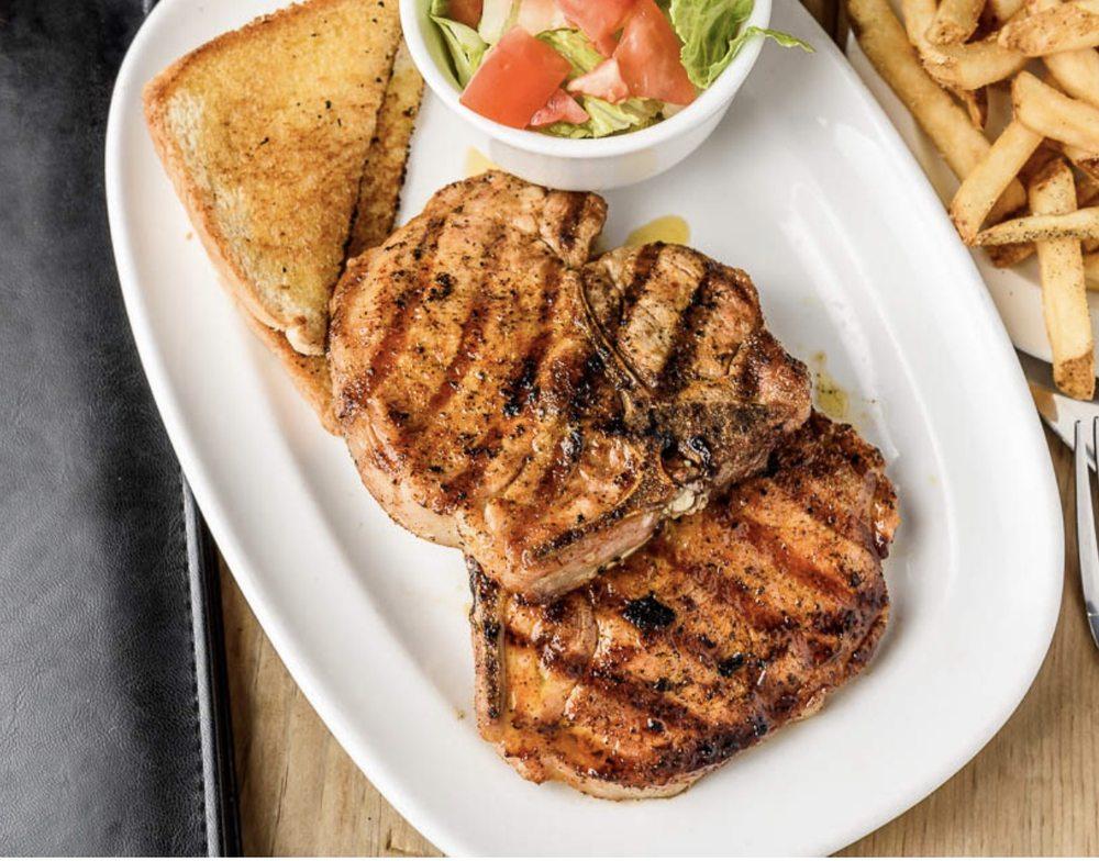 Wyank's Clubhouse Restaurant & Sports Bar: 6433 Alma St, Houma, LA